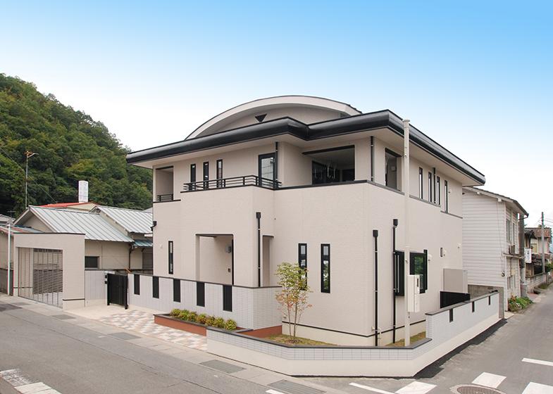 丸屋根の家