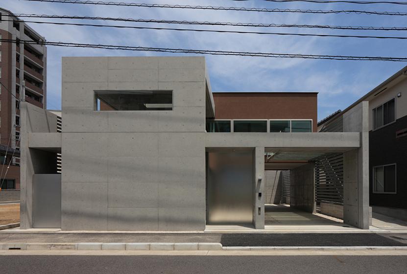 内外空間の連続を<br />立体的に構成した家